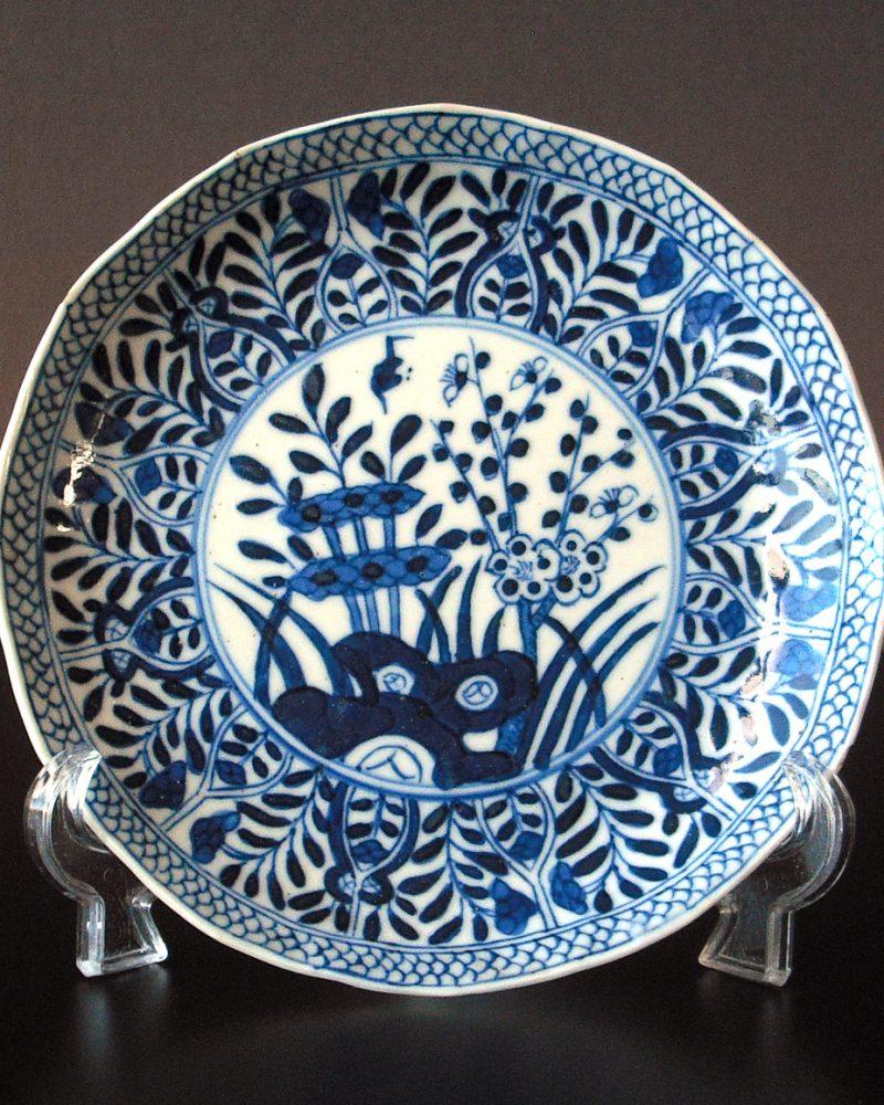 Chinese Kangxi Saucer floral motif: 45.- Euro