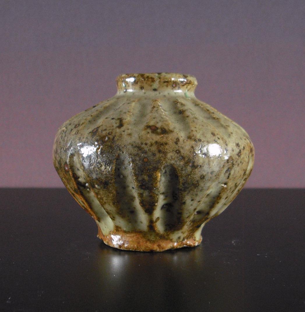 14th C. Sukhothai Oil Jar - Ribbed