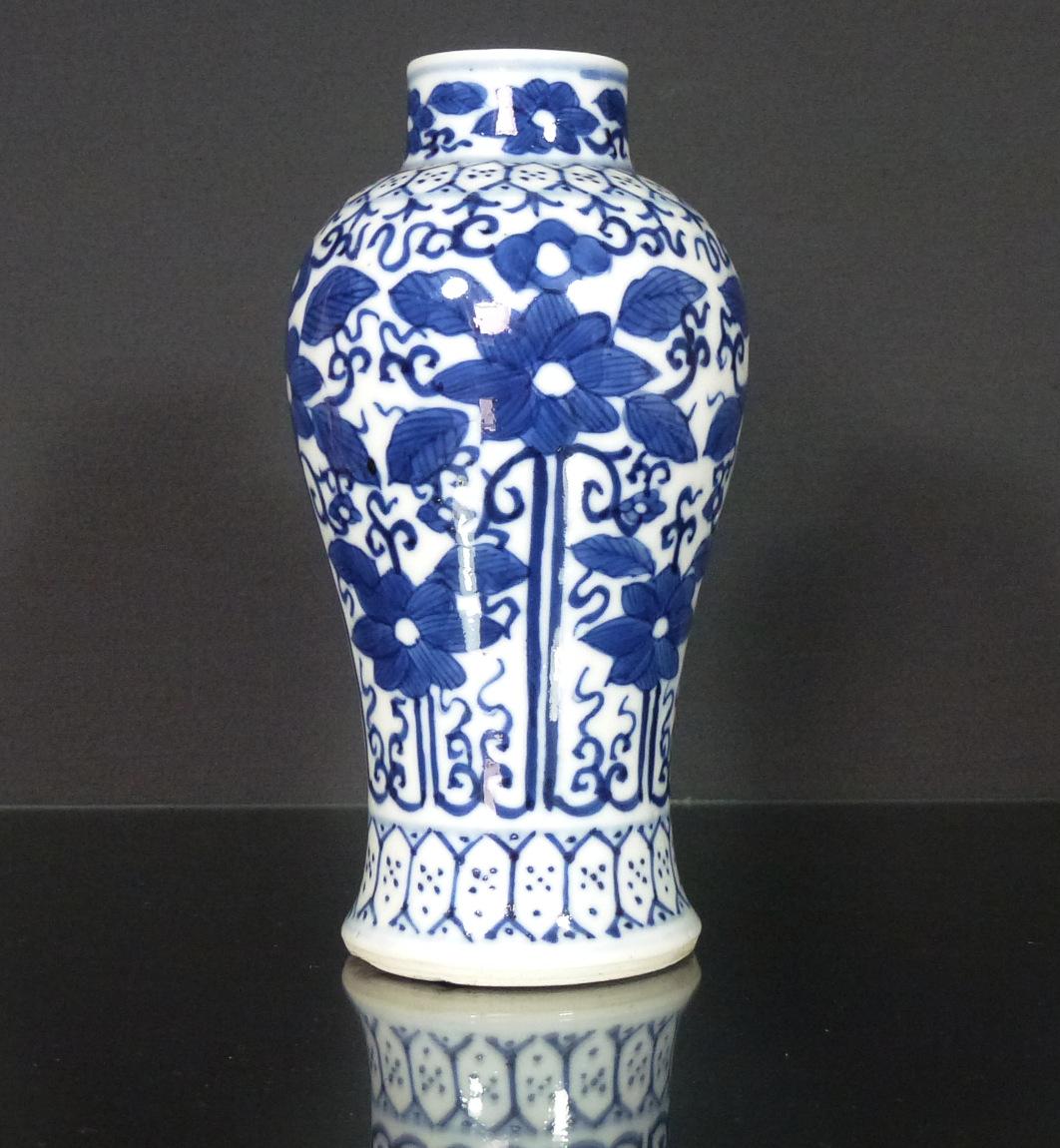 Fine Daoguang Period Vases - Lotus
