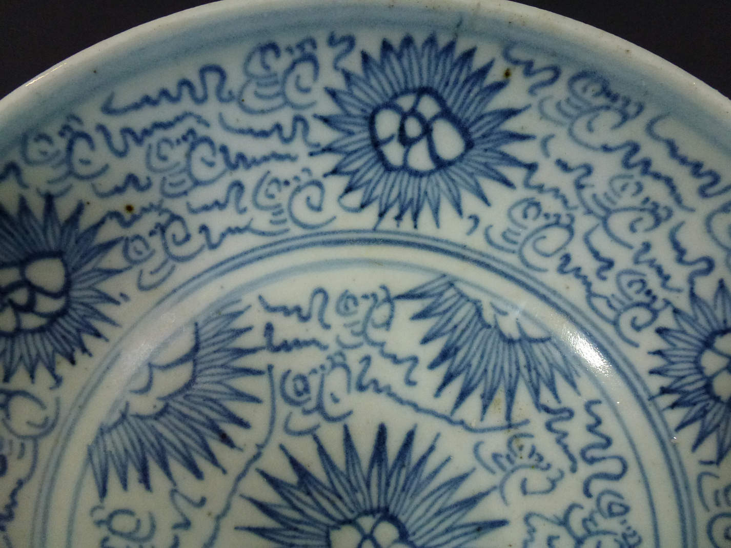 17th C. Arabic Script Charger – Chrysanthemum